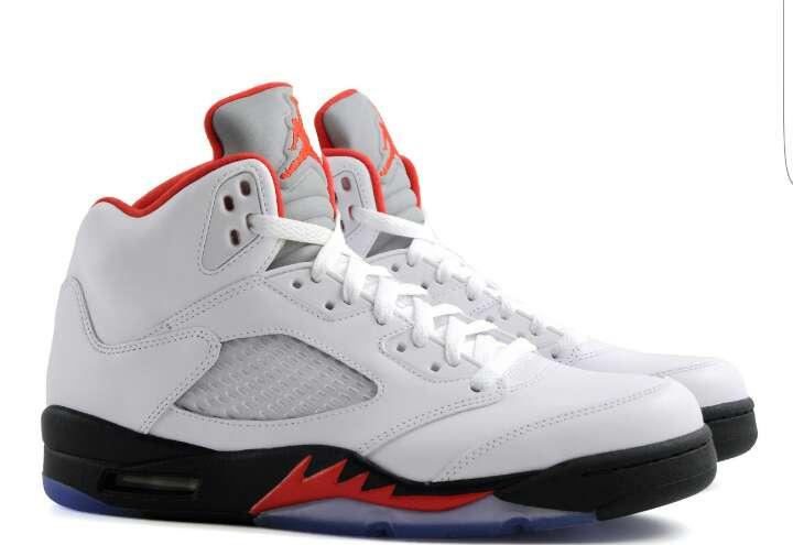 Imagen producto Air Jordan 5 Retro White Fire Red Black. 2