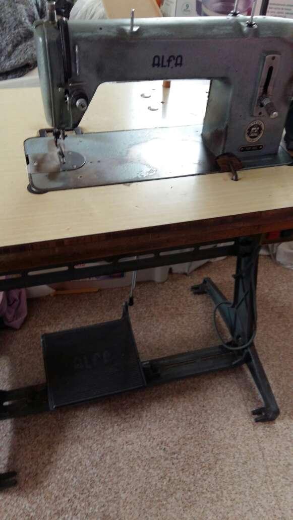 Imagen producto Máquina de coser marca Alfa  3