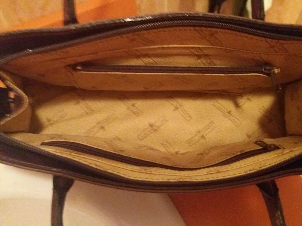 Imagen producto Bolso de piel original de muy buena marca y buena  calidad  3