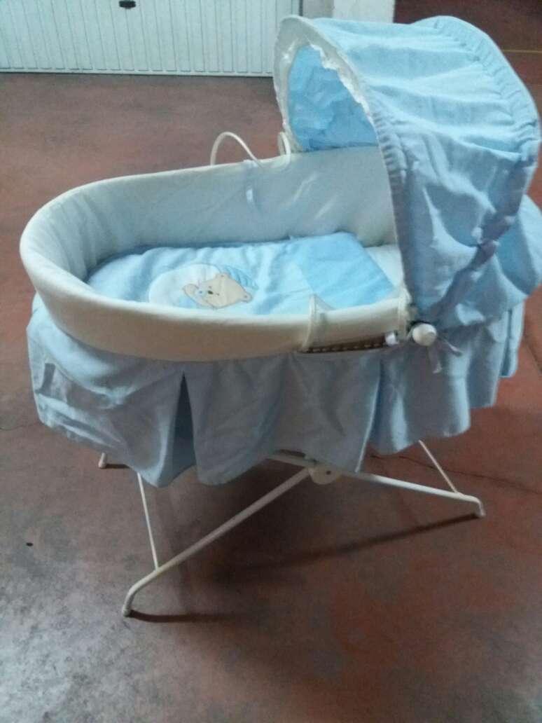 Imagen capazo con patas para bebe