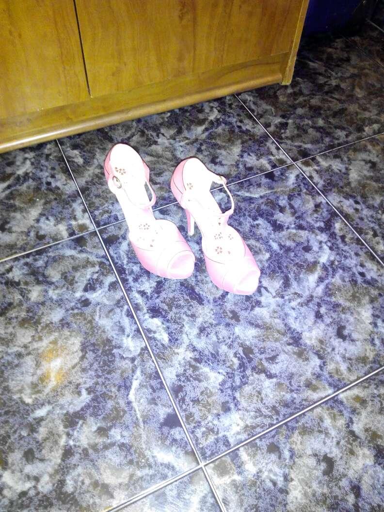 Imagen variedad de zapatos tallas casi todos 38algun 37 3pares y 39 en botas botines y zapatos de fiesta