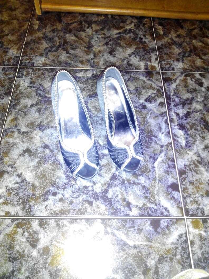 Imagen producto Variedad de zapatos tallas casi todos 38algun 37 3pares y 39 en botas botines y zapatos de fiesta 3