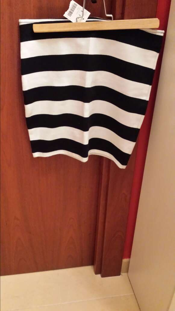 Imagen vendo falda de tubo