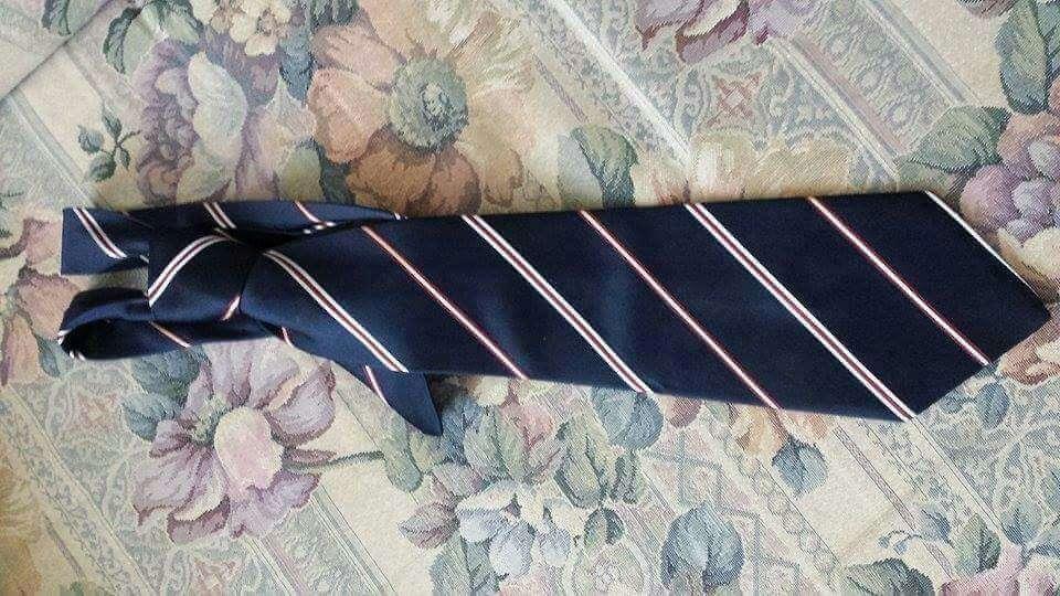 Imagen vendo corbata