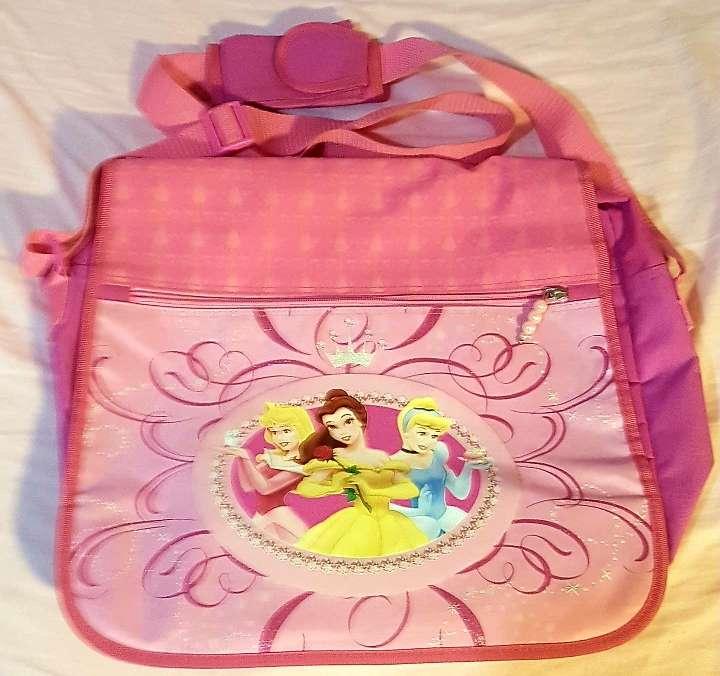 Imagen Bolso bandolera o mochila Fucsia Princesas Disney, porta todo, multiusos total, desde tablet o portátil a mochila, 3 compartimentos con cremallera, asa ajustable con funda móvil, en perfecto estado