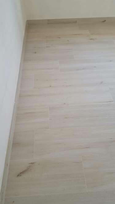 Imagen suelo porcelanico imitación madera keraben