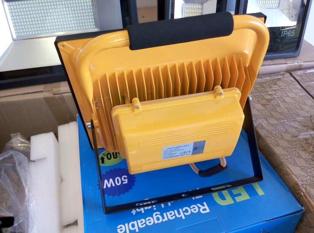 Imagen producto Foco led 30w con bateria luz blanca nuevo. 3