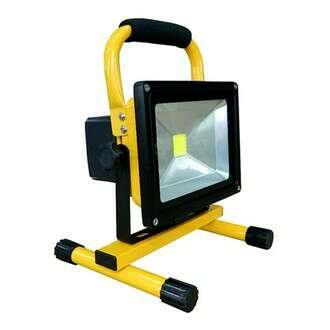 Imagen foco led 30w con bateria luz blanca nuevo.