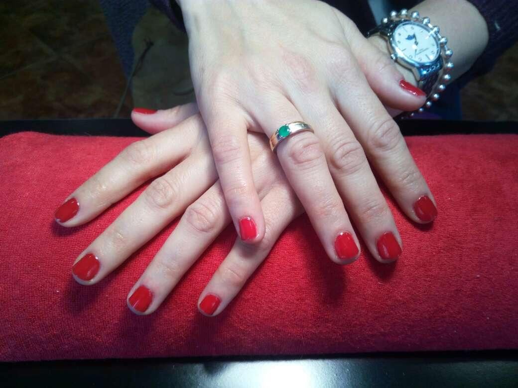 Imagen estilista de uñas de gel
