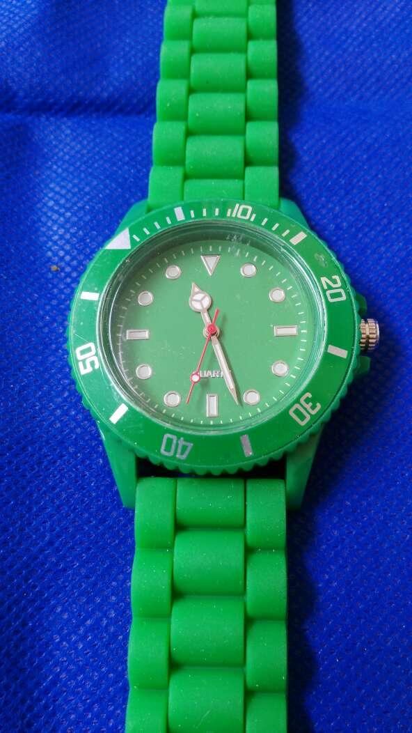 Imagen Reloj verde correa silicona