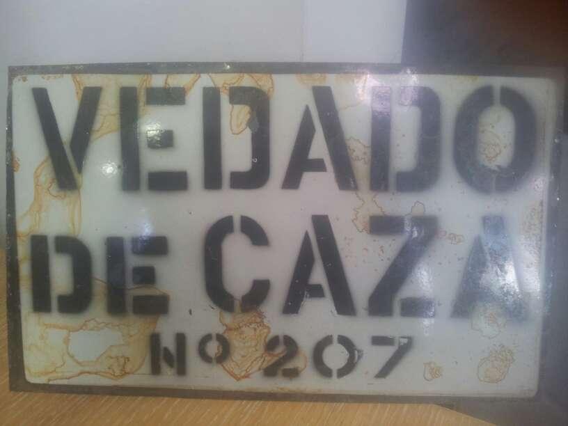Imagen placa antigua caza