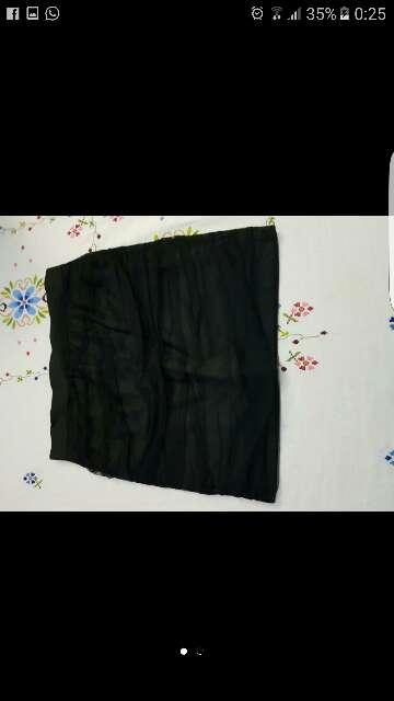 Imagen falda negra corta .