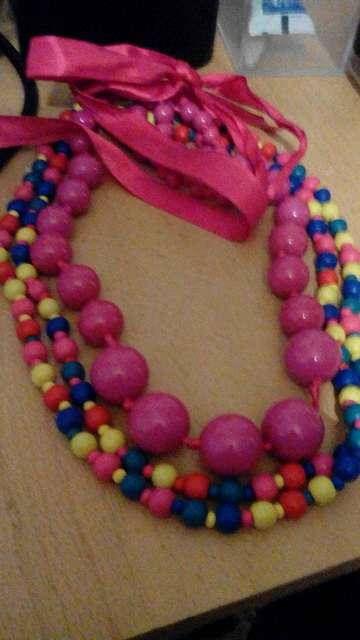 Imagen collar de bola rosa