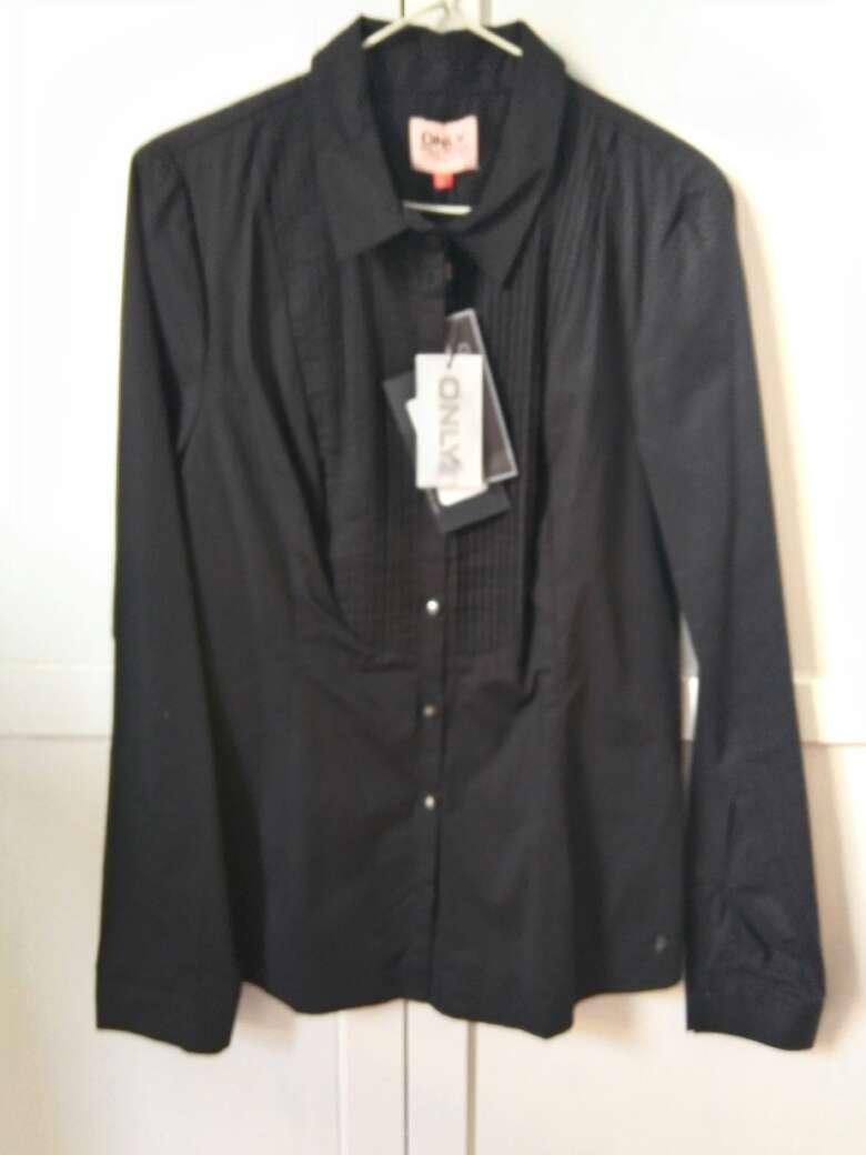 Imagen Camisa negra sin estrenar