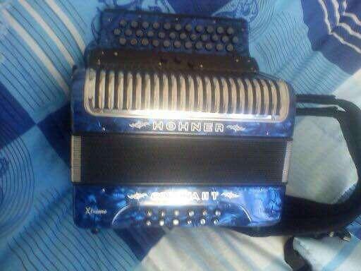 Imagen acordeon hohner corona 2 xteme