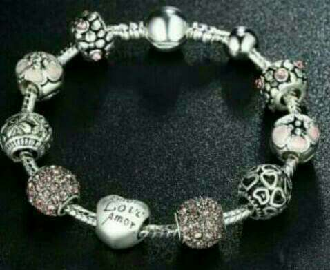 Imagen pulseras de plata nue