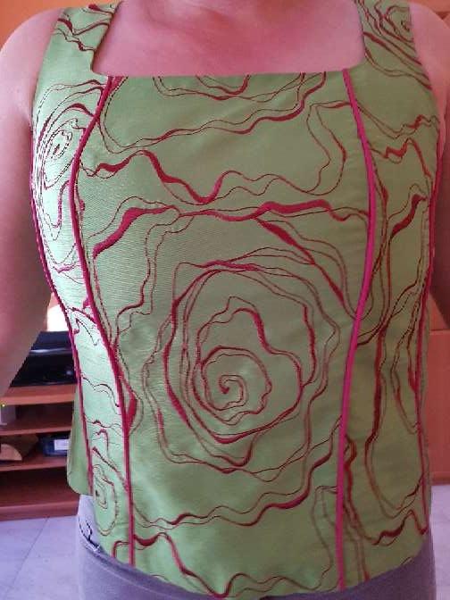 Imagen corpiño verde y rosa