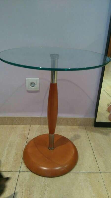 Imagen mesa  de ctistal pequeña para lampara