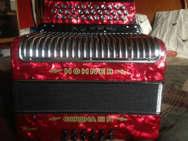 Imagen acordeon hohner corona 3 xtreme