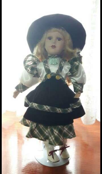 Imagen muñeca de porcelana