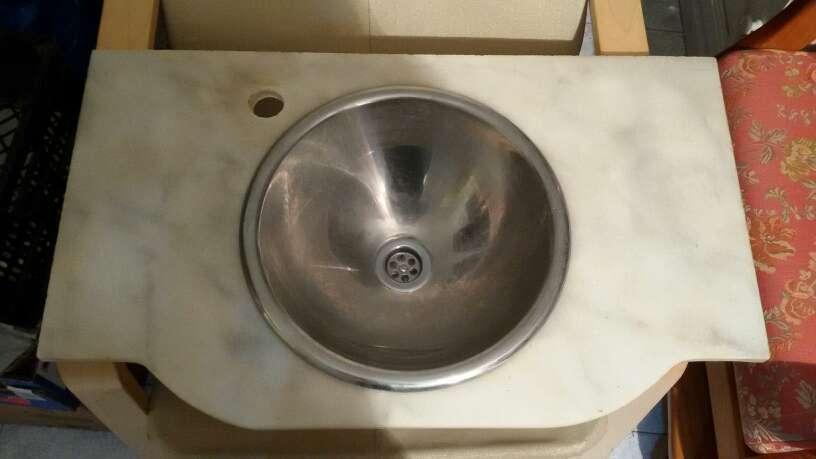 Imagen lavabo acero y marmol