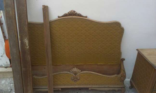 Imagen producto Cama y comodita con tapizado antigua 2