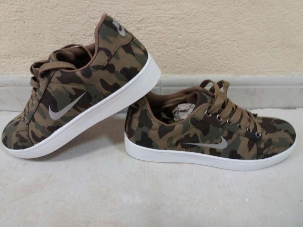 Imagen producto Nike nuevas en colores militar 1