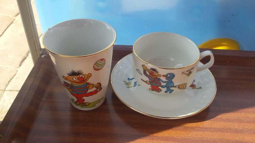 Imagen taza,plato y vaso epi y blas