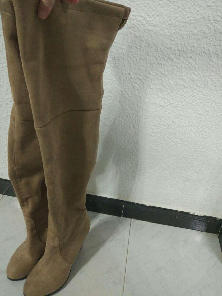 Imagen botas mosqueteros beige