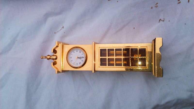 Imagen reloj de color oro