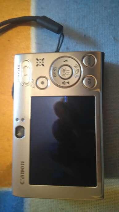 Imagen producto Canon ISUS 8515 10 MPX lente 3x15 con tarjeta memoria 4gb. 2