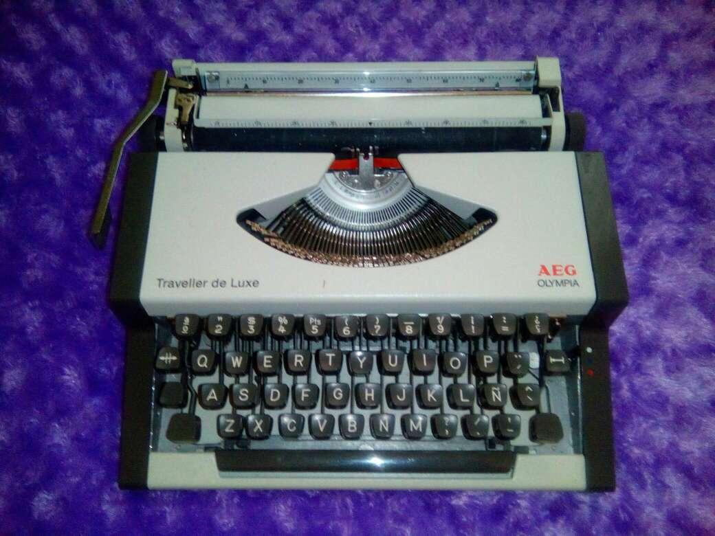 Imagen Maquina de escribir AEG Olympia Traveller de Luxe
