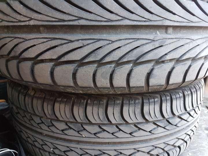 Imagen producto 2 neumáticos 185/60R/14 radiales con llanta  2