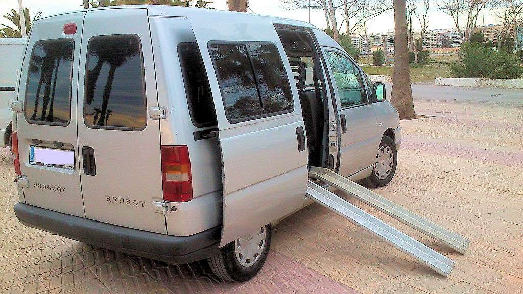 Imagen Peugeot Expert combi 8 1.9 diésel - 2003- 7 plazas + 1 silla de ruedas para discapacitado (homologado)