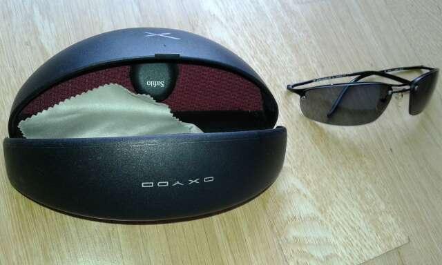 Imagen producto Gafas de color negro con funda 2