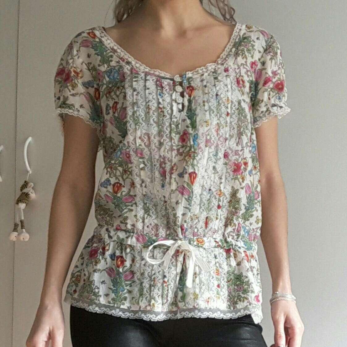 Imagen producto Blusa floral de Sfera 1