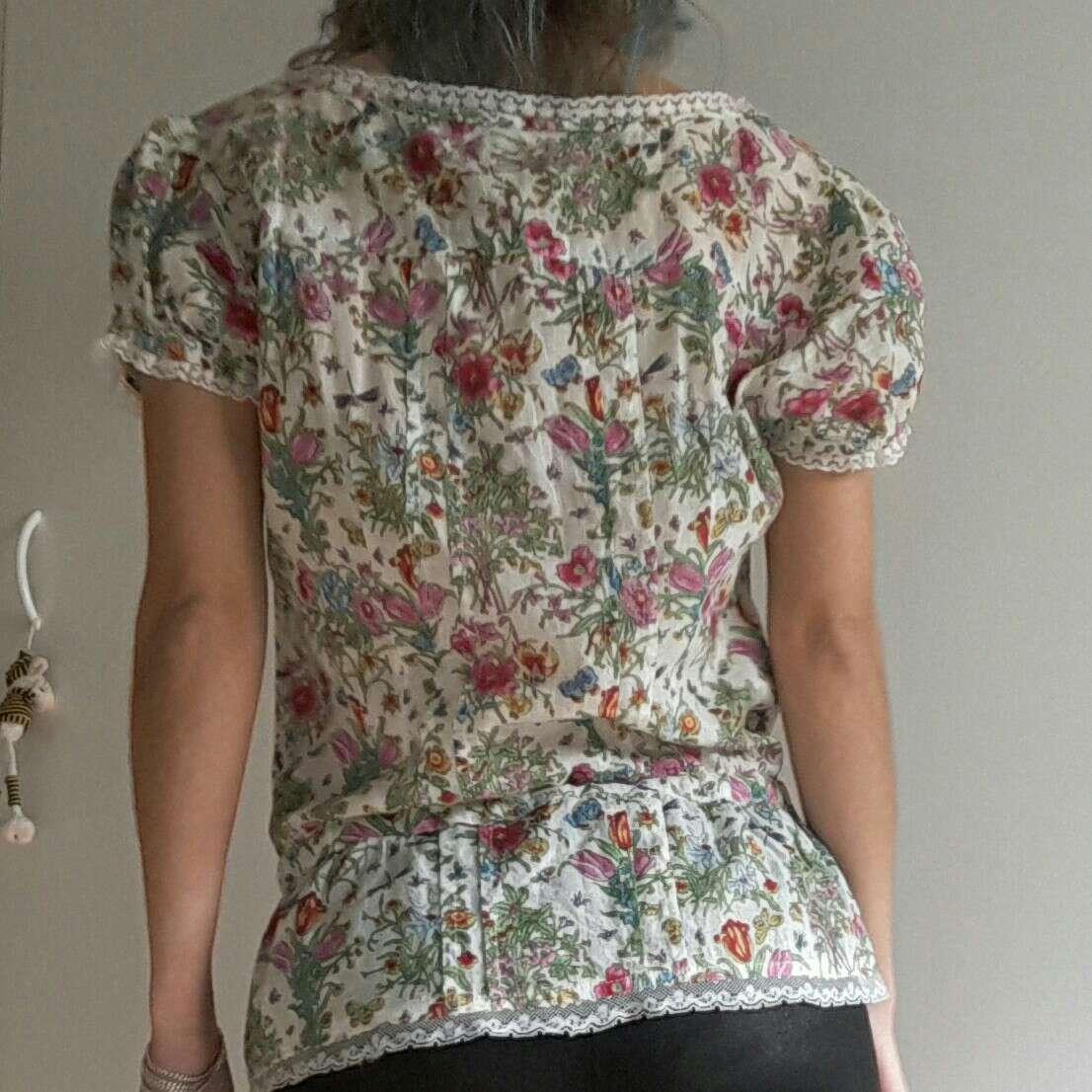 Imagen producto Blusa floral de Sfera 2