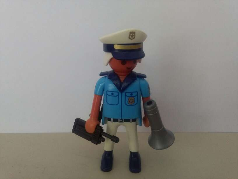 Imagen producto Playmobil policia abuelo 1