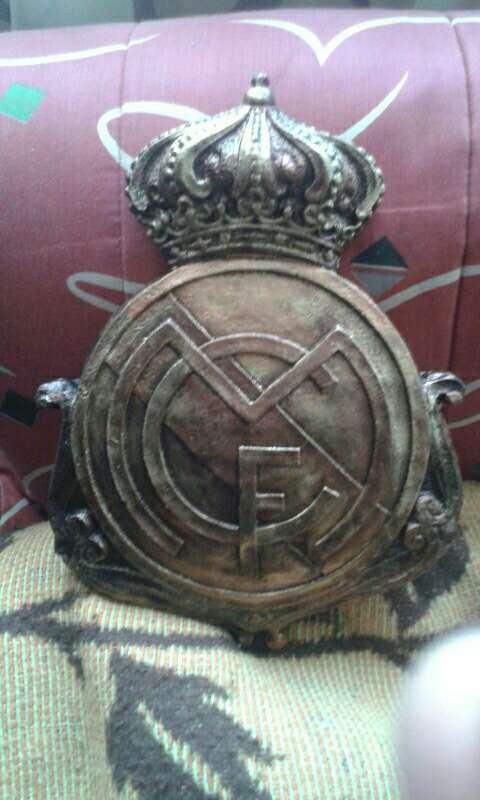 Imagen escudos real Madrid colgar 28cm acabado bronce