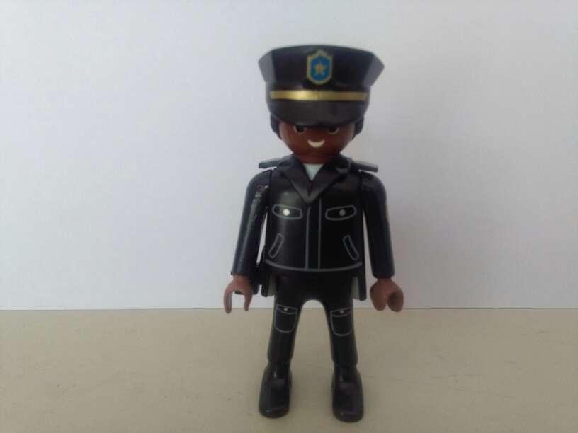 Imagen playmobil policia negro