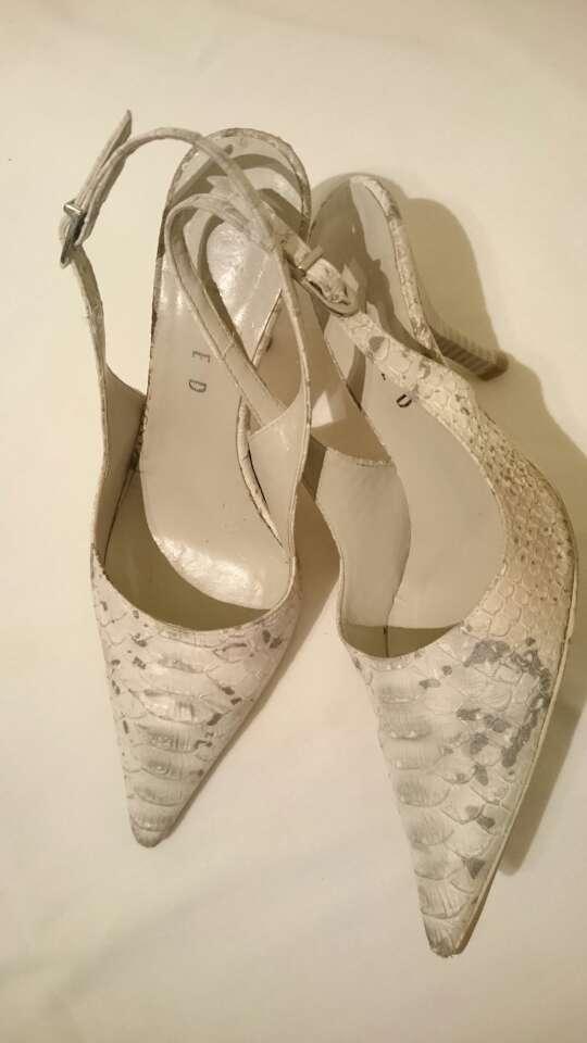 Imagen Zapatos grises animal print