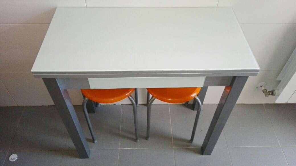 Imagen Mesa de cocina abatible, en perfecto estado