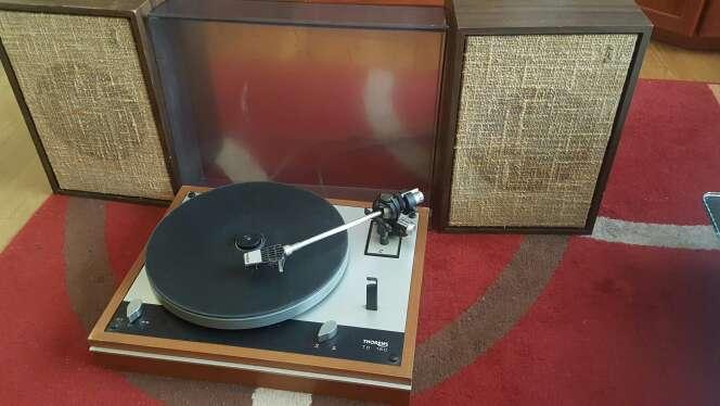 Imagen radio tocadisco antigua