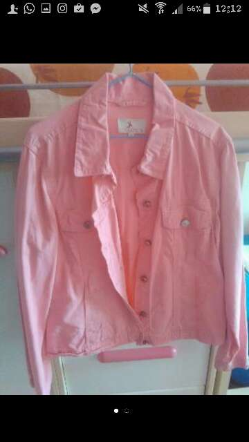 Imagen Cazadora rosa de marca.