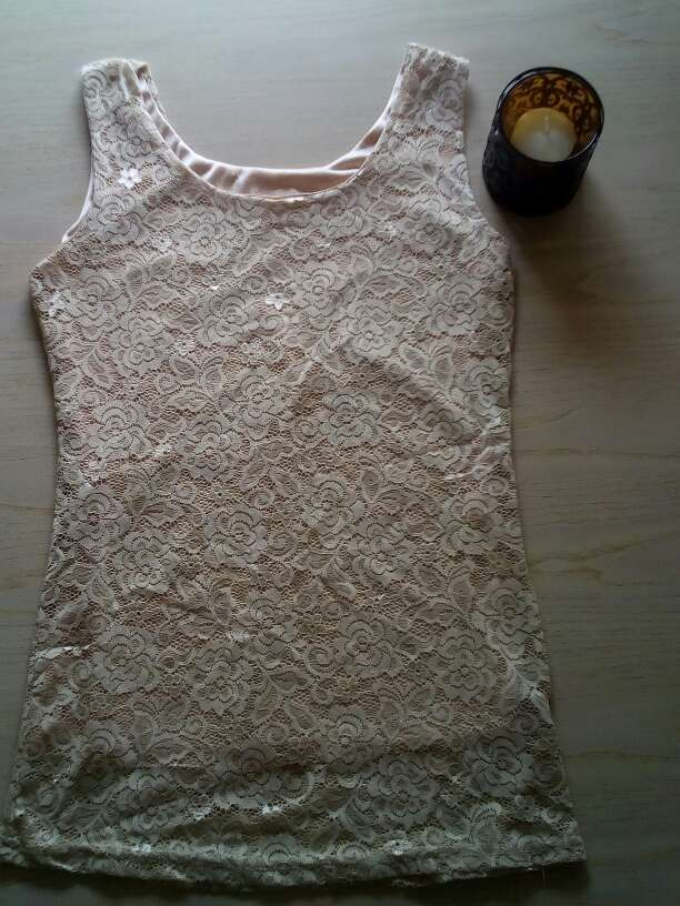 Imagen Camiseta tirantes de encaje beige