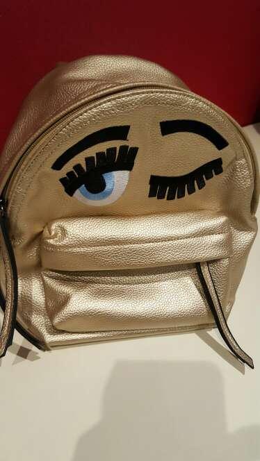 Imagen mochila dorada