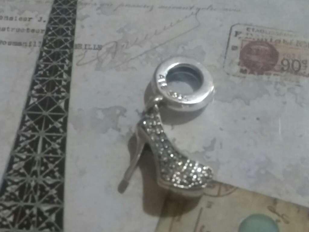 Imagen Charms (Zapato de Tacón blanco)