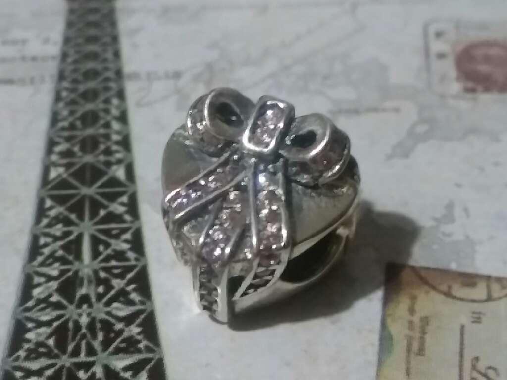 Imagen producto Charms (Corazón con moña)  3