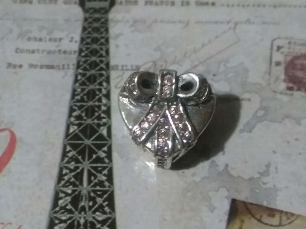 Imagen producto Charms (Corazón con moña)  4