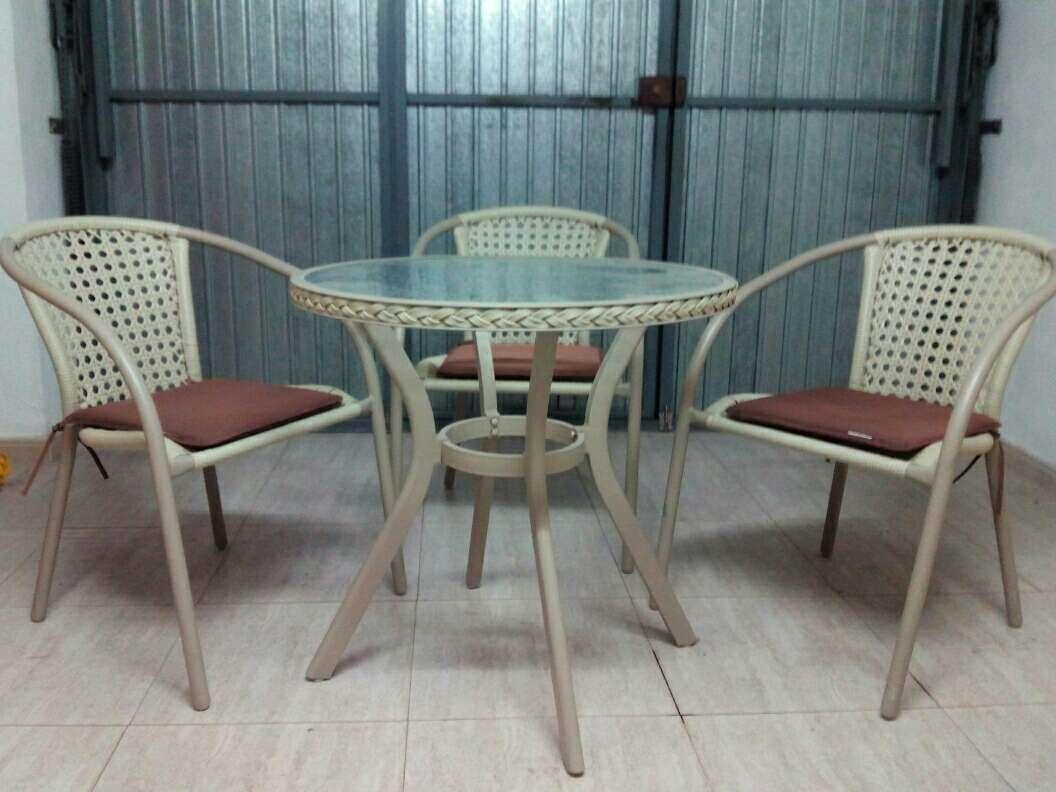 Vendo mesa y sillas de jardin o terraza en granada wendoo for Vendo muebles terraza